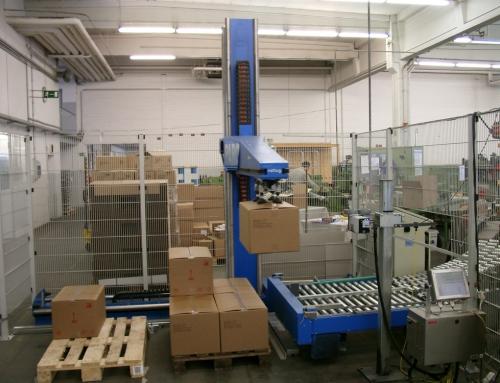 Palettierroboter für Büroartikel in Kartons