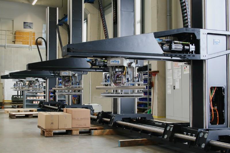 Roboteranlagen in Serienfertigung - Das Titelbild für das Interview im PackReport