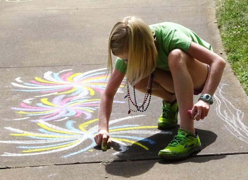 Beim roTeg Familientag konnten die Kinder unter anderem mit Straßenkreide malen