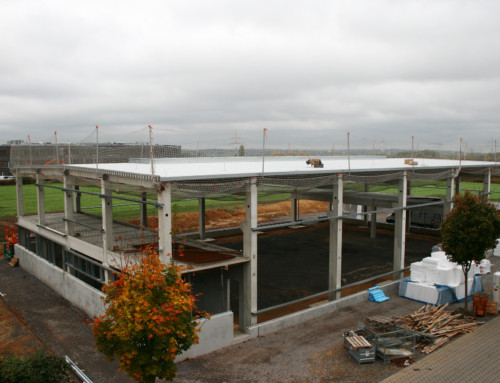Dach auf der neuen Halle