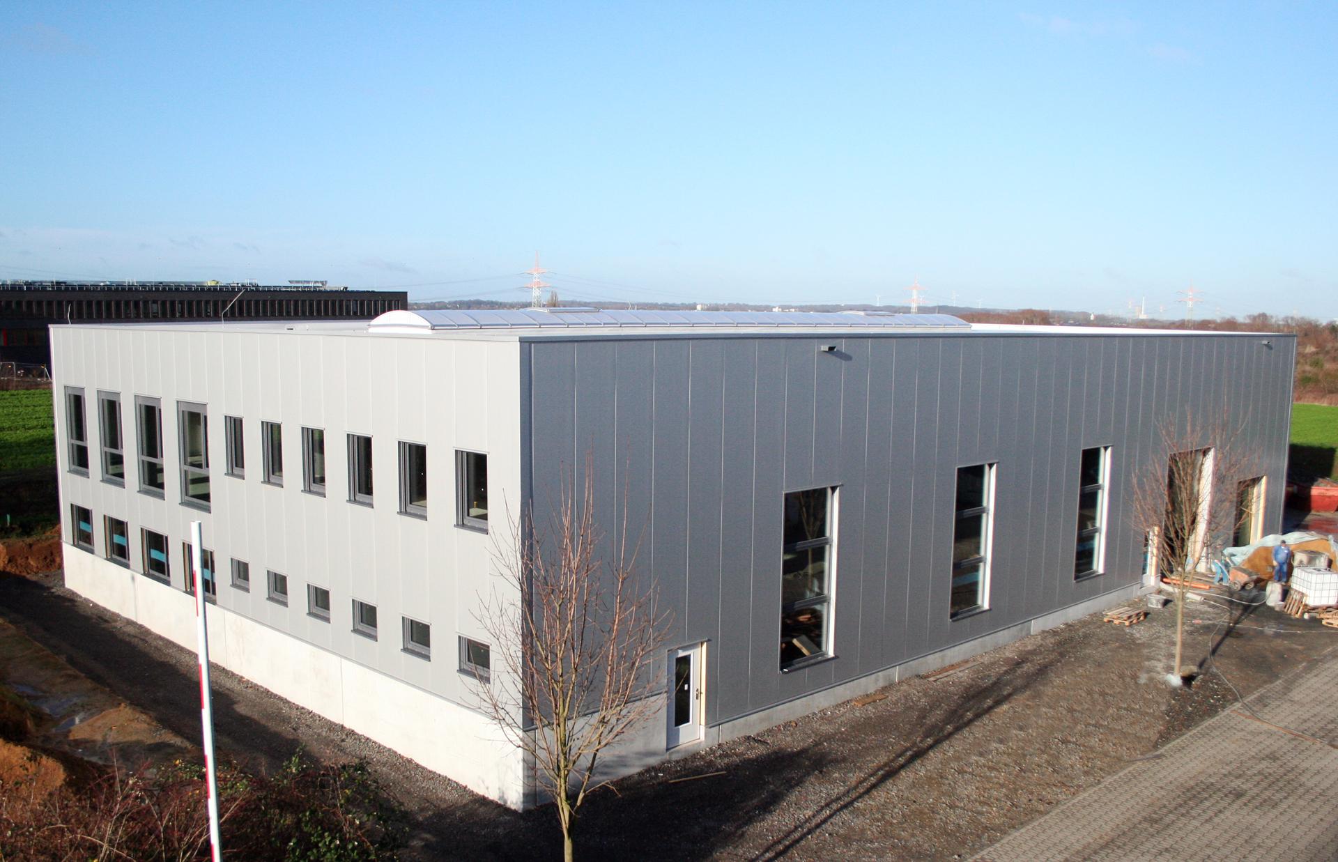 Die neue Halle steht, jetzt kommt der Innenausbau