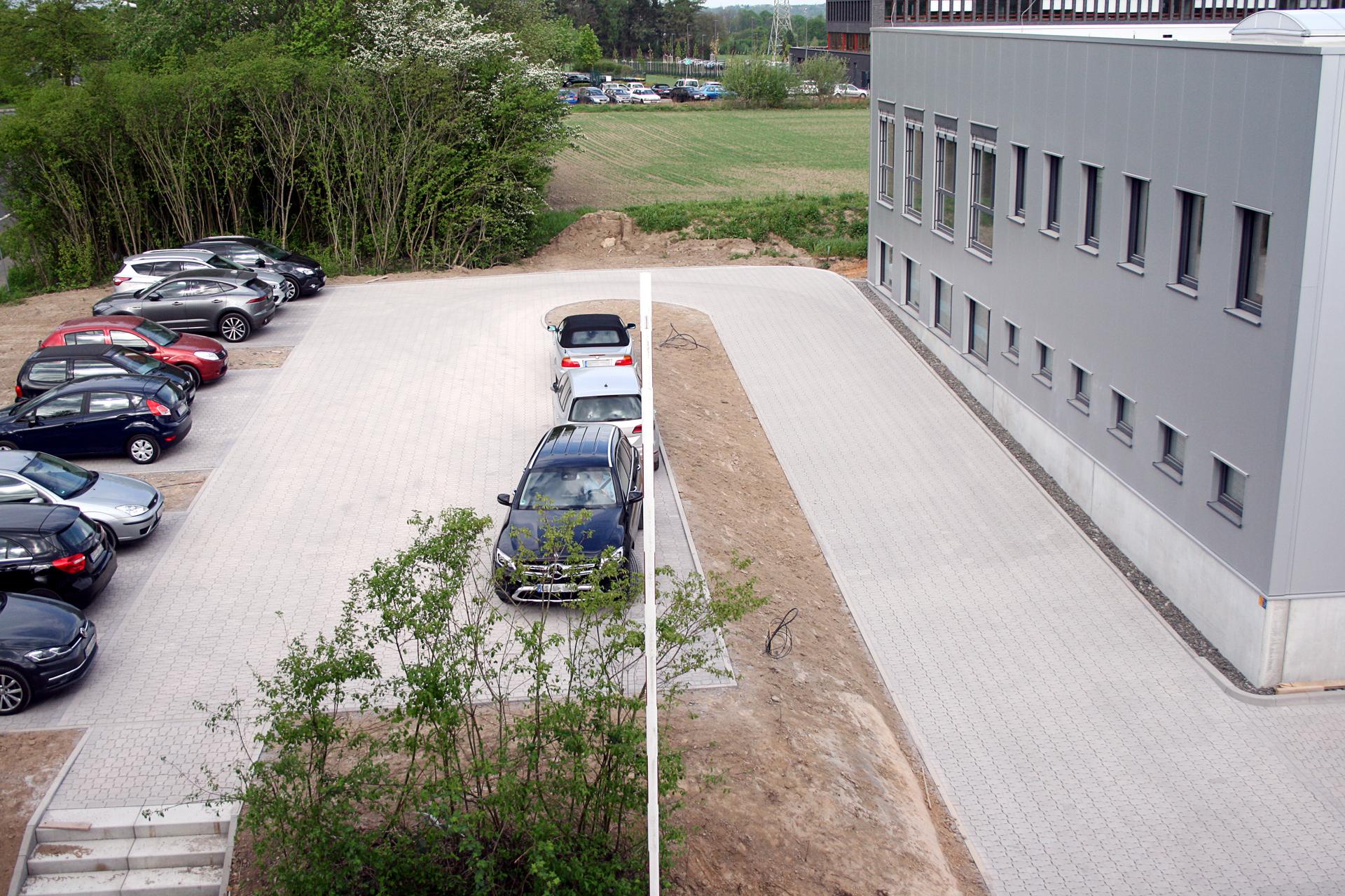 Bei der roTeg AG gibt es jetzt einen neuen großen Parkplatz