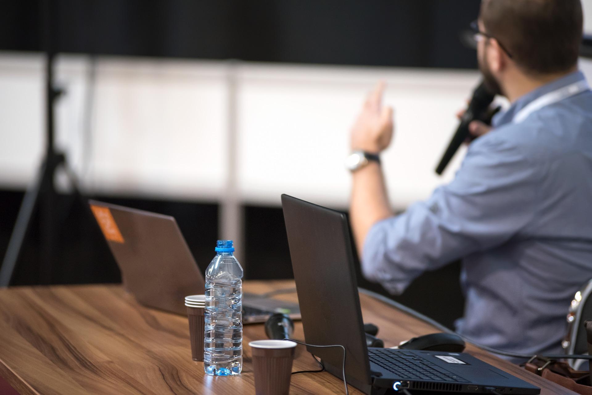 eim Symposium an der FH hielt ein roTeg Konstrukteur einen Vortrag