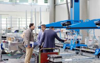 Interesse am Roboterbau - die neue Halle ist im Hochbetrieb