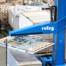Zum palettieren der Lattenroste kommt ein spezieller Klemmgreifer zum Einsatz