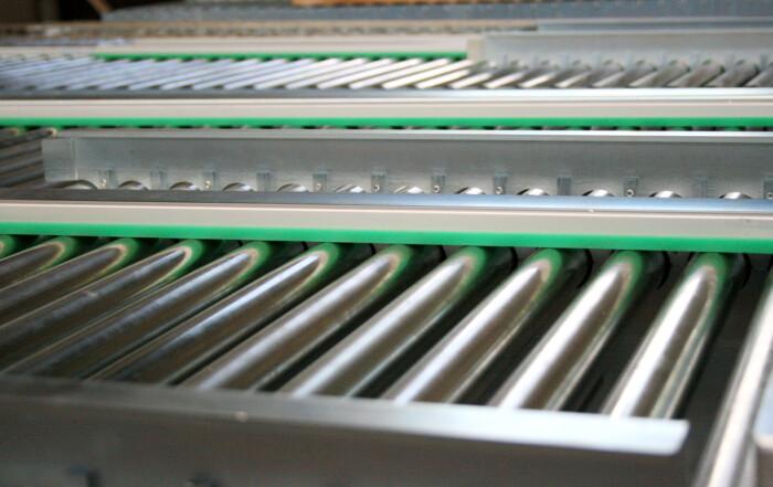 roTeg fertigt Packstückfördertechnik in Serie